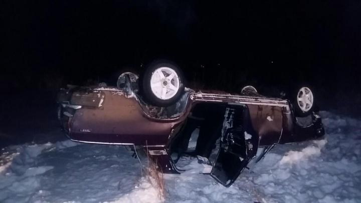 Водитель был пьян: под Самарой «Жигули» на скорости вылетели в кювет и перевернулись на крышу