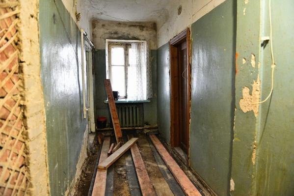 Тем временем в доме уже идет ремонт