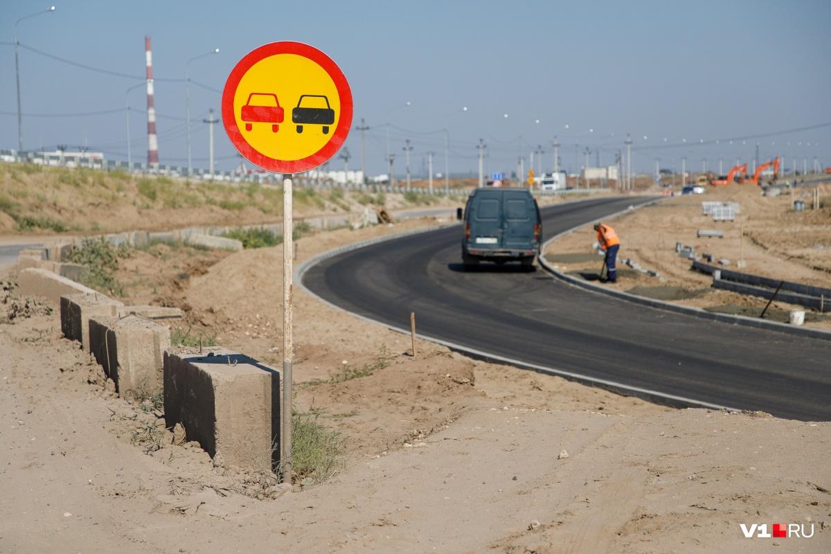 Дальнобойщиков пустили по временной дорожной развязке