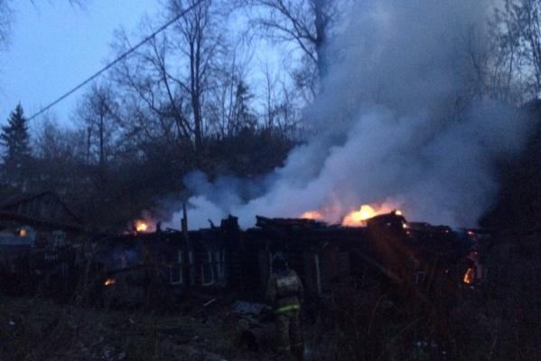 О пожаре сообщили местные жители