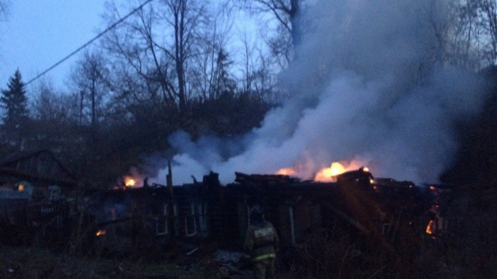 В Уфе загорелся частный жилой дом