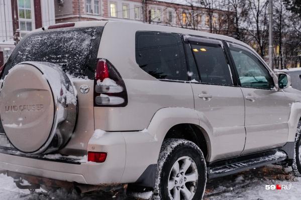Многие из арестованных за долги машин — дорогие иномарки