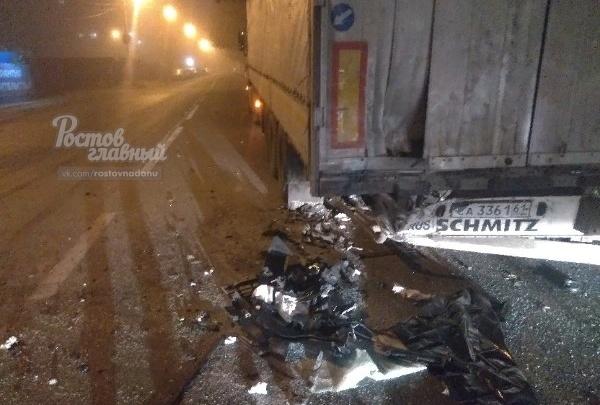 Роковой удар: в Ростове пассажир иномарки погиб после столкновения с фурой