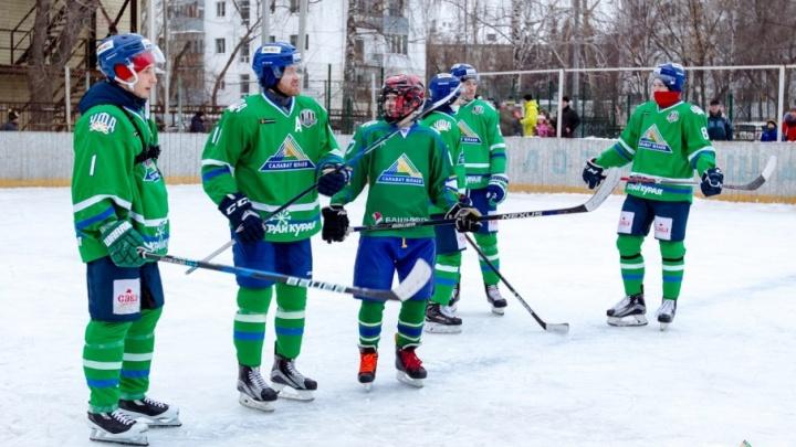 «Юлаевцы» научили школьников азам хоккея