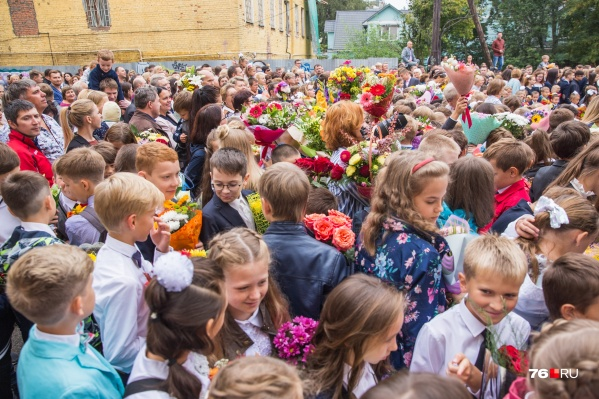 Каждый год в День знаний в России после школьных линеек проходят тематические уроки