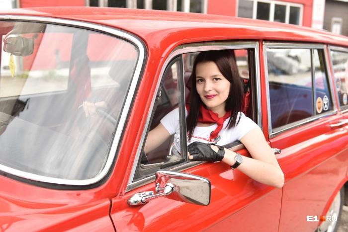 Среди участников ретроралли на «Москвичах» был и женский экипаж