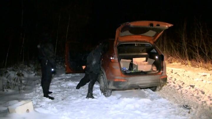 В Екатеринбурге задержали похитителей автомобилей с комплектом госзнаков и оружием
