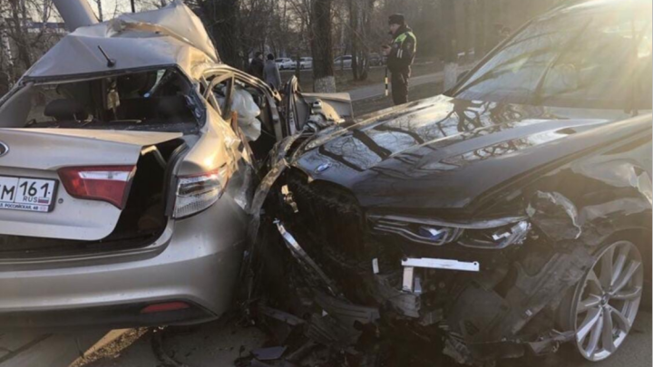 В Ростове при столкновении иномарок погибла женщина