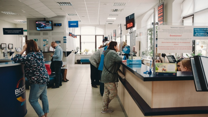 «Стоим в очереди по несколько часов»:тюменцы жалуются на ажиотаж в офисе энергосбытовой компании