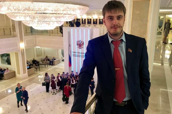 Депутат муниципального совета Рыбинска Олег Леонтьев попытался донести до властей свою точку зрения на благоустройство города через портал 76.RU