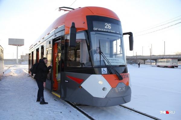 Трамвай ездит от Чичерина до завода имени Колющенко