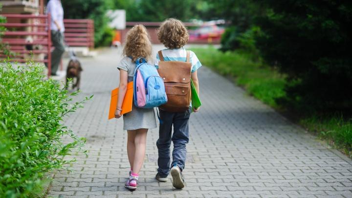 Жители Архангельской области к началу учебного года закупились детскими часами и смартфонами