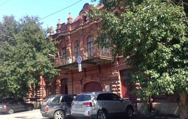 Машину челябинки эвакуировали от здания ФСБ за парковку на месте «для своих»