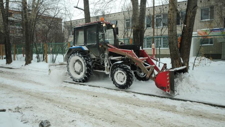 Спасайте машины от грейдеров: где в Екатеринбурге будут убирать снег на этой неделе