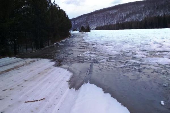 Разлив произошел на 16–19-м км дорогиКан — Орье