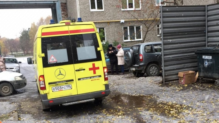 Во дворе на Чкалова у сотрудницы ЖЭКа в руках взорвался мусорный пакет