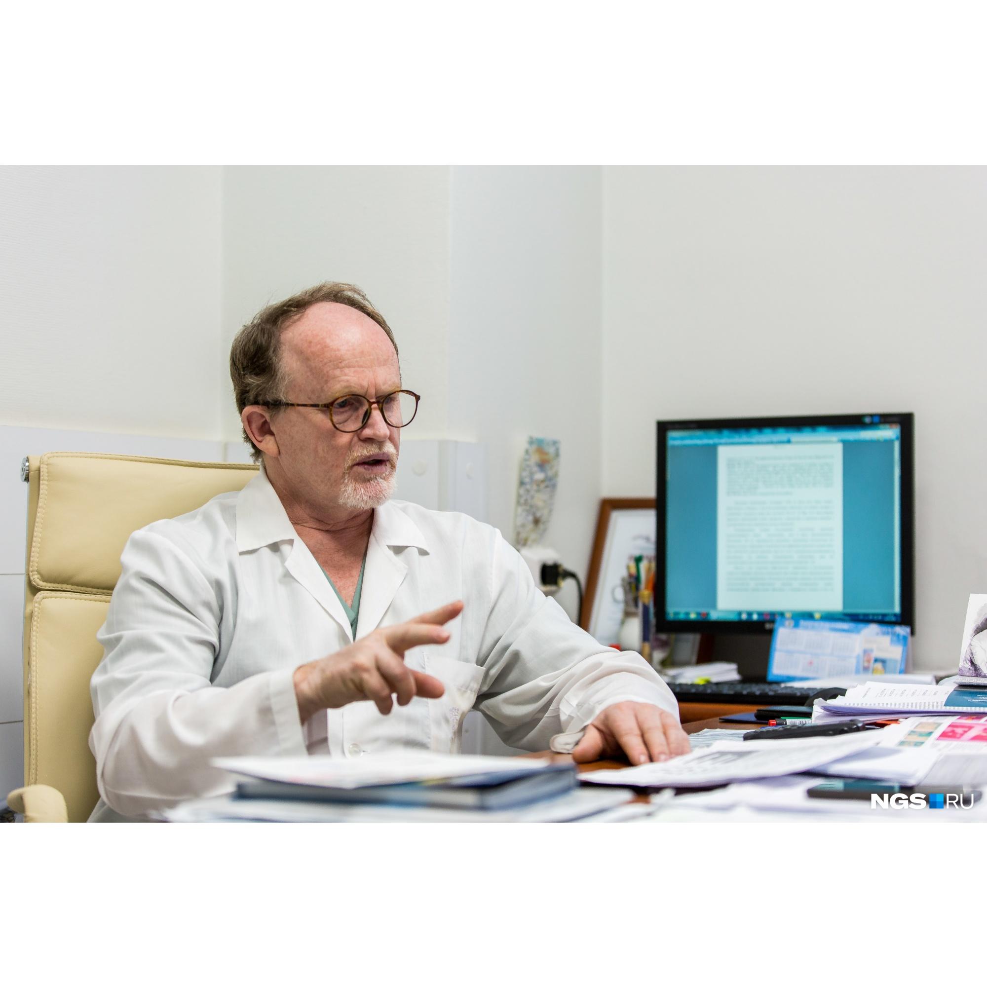 Профессор Виктор Рерих считает, что они смогли добиться успеха в лечении Ани, потому что налажена связь между больницами и НИИТО
