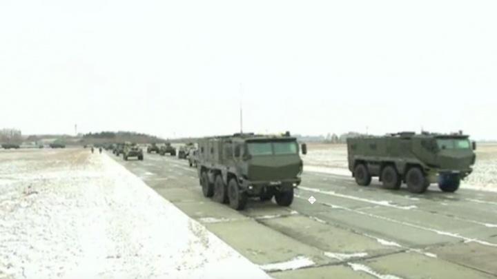 Видео: под Новосибирском прошла первая репетиция парада Победы с техникой