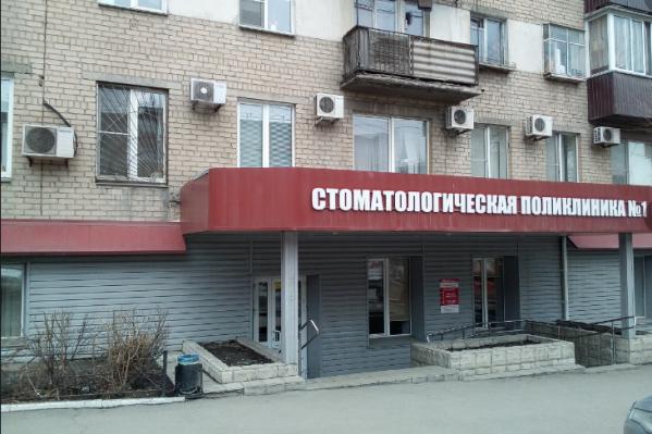 Поликлиника, в которой с прошлого года не утихают страсти, работает на проспекте Победы, 176