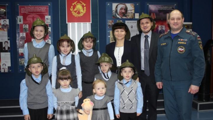 Семье пожарного с 14 детьми из Норильска вручили медаль «Родительская слава»