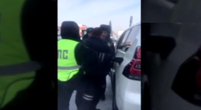 Водителя внедорожника отправили под арест на пять суток после спора с госавтоинспекторами