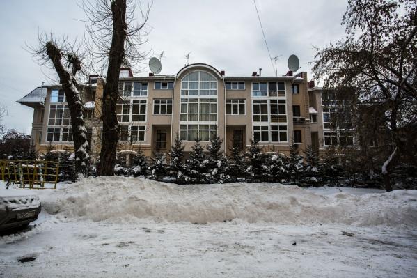 В самом престижном доме Новосибирска всего восемь квартир-таунхаусов