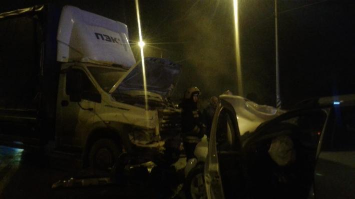 В Волгограде в аварии трёх легковушек и грузовика пострадали три человека