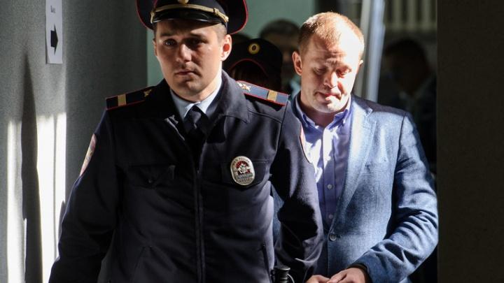 В Екатеринбурге осудили полицейских, которые заставили чиновника вымогать взятку у бизнесмена