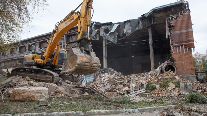 Возле ЦПКиО снесли часть завода, на месте которого построят высотки
