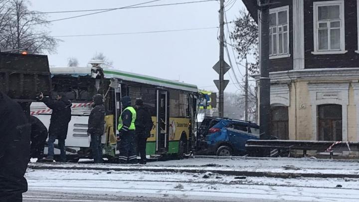 ДТП на Московском проспекте: водители отвозили пострадавших в больницы, а таксисты задрали цены