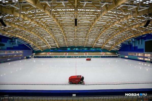 Ледовое поле на стадионе — 114 на 70 метров