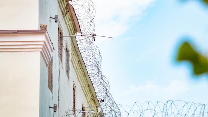 Закрывал глаза на провоз наркотиков: сотрудника ростовской таможни осудили на семь лет