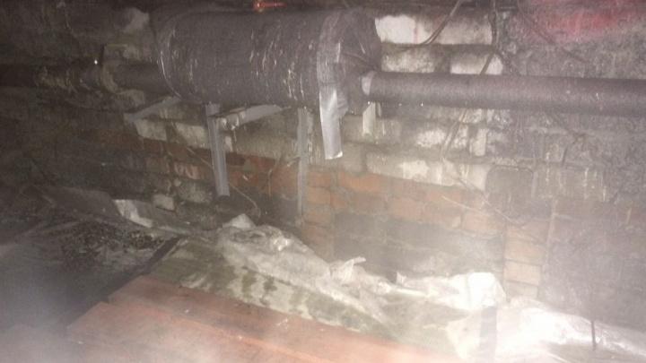 Задвижки открыли, а трубы не проверили: ночью дом на Уралмаше затопило после ремонта трубопровода