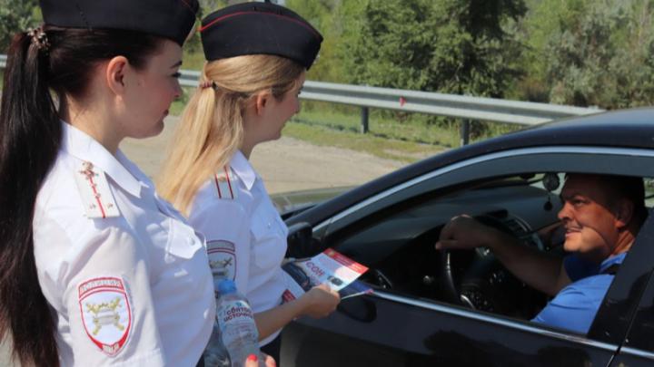 По следам смертельного ДТП: полицейские разбудили водителей на волгоградской трассе