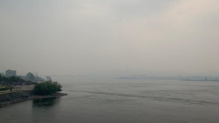 «Прошу ввести режим НМУ»: спустя две недели жизни в дыму губернатор пытается повлиять на синоптиков
