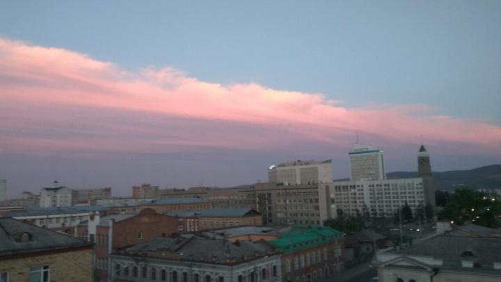 Красивый нежно-розовый закат восхитил красноярцев (фотоподборка)