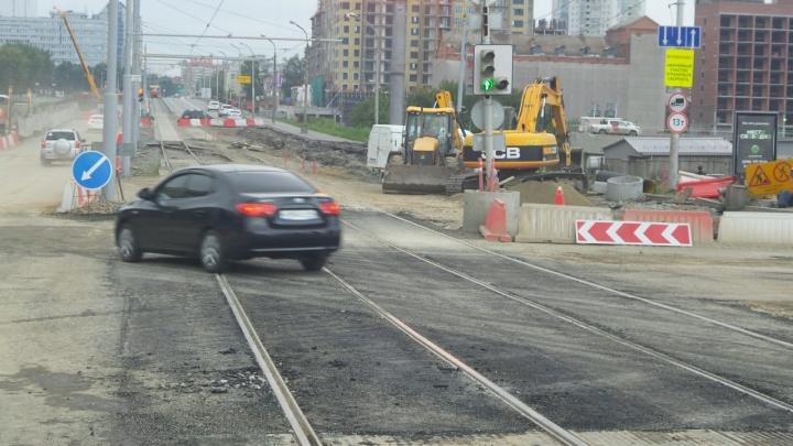 Первый пошёл: утром в Екатеринбурге вновь открыли Макаровский мост