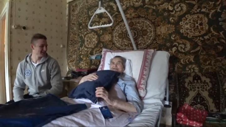 Хоккейная «Сибирь» поздравила с днём рождения 101-летнюю болельщицу