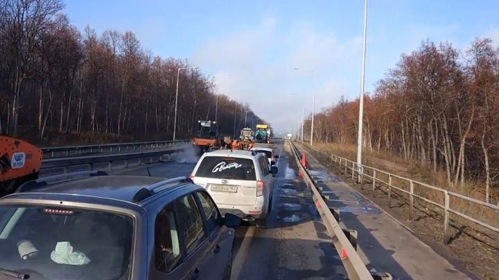 «Самое время класть асфальт!»: самарцы возмутились неожиданным ремонтом Красноглинского шоссе