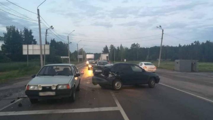 На трассе в Ярославской области пьяный водитель разбил две машины: есть пострадавшие