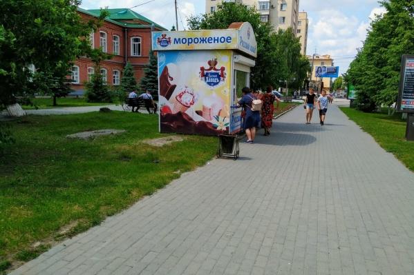В такую погоду пройти мимо киоска с мороженым невозможно