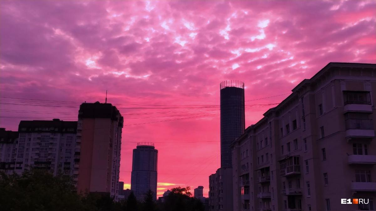 А такое небо было над нашей редакцией