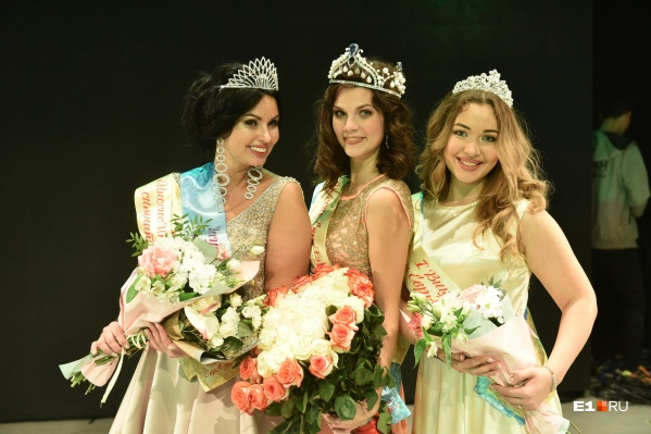 Дарья Арапова (в центре),Марина Мантурова (справа) иИрина Захожай (слева) разделили три призовых места