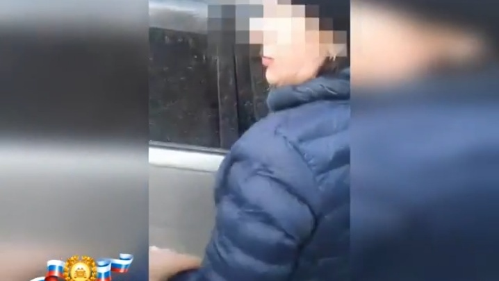 «Вы мне всего ребенка испугали!»: опубликованы кадры задержания пьяной женщины за рулем