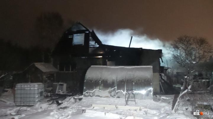 Полицейские назвали главную версию очередного пожара в саду на Московском тракте