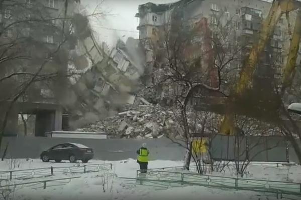 Процесс демонтажа сняли очевидцы