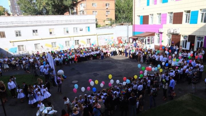 От звонка до звонка: в школах Ростова прошел День знаний