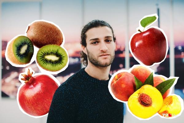 В идеале фрукторианец должен срывать плоды прямо с деревьев. На деле чаще всего раздобывает фрукты в супермаркетах