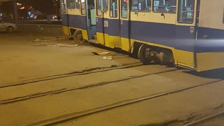 В Уфе трамвай сошел с рельсов