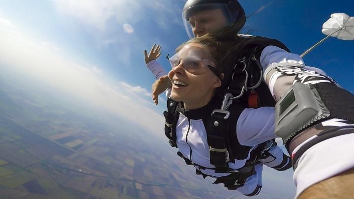 Дикий ужас и чистый кайф: журналист 161.RU — о первом прыжке с парашютом